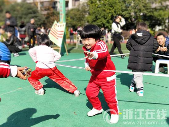 打起锣鼓唱起歌 胜利金都幼儿园冬季亲子运动